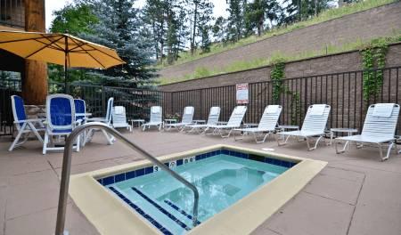 Hot-Tub-on-Sun-Deck-Evergreen hotels