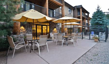 Outdoor-Seating Hotels Evergreen Colorado