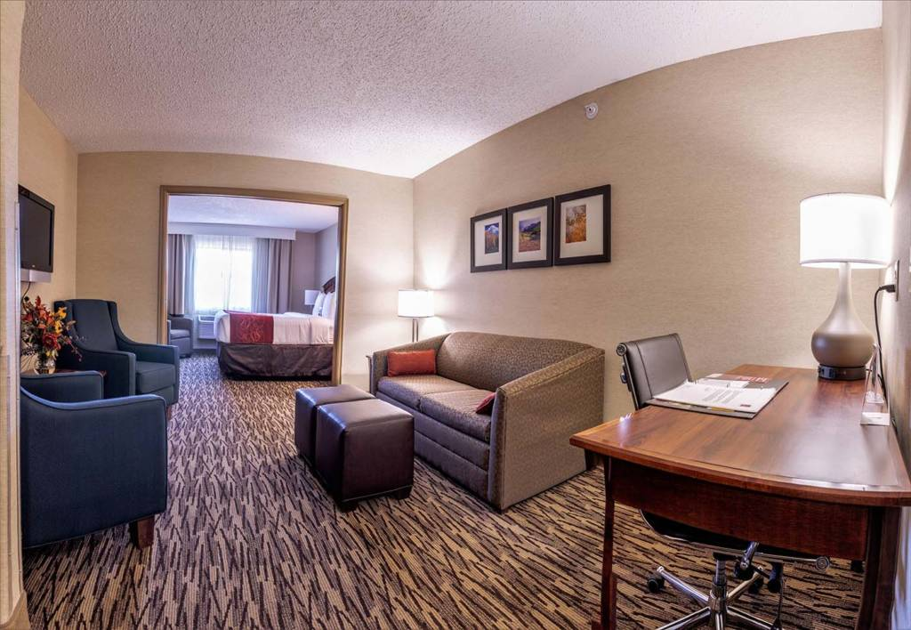 King Executive Hotel Suite | Comfort Suites Golden West on Evergreen Parkway