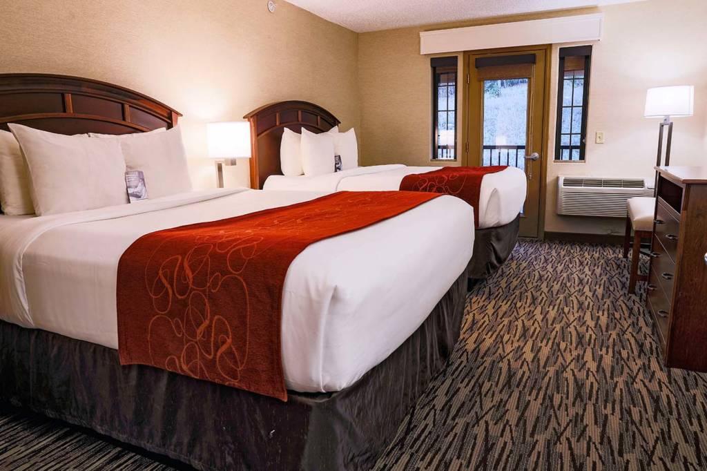Two-Queen Hotel Suite with Balcony | Comfort Suites Golden West on Evergreen Parkway